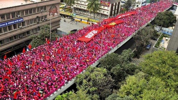 bangalore in pink saree girl -  பெங்களூரை கலக்கிய பிங்க் சேலை பெண்கள்